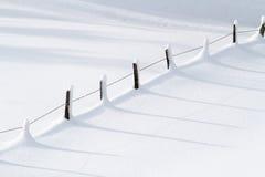 Ландшафт зимы с загородкой стоковое фото