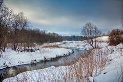 Ландшафт зимы с рекой Стоковая Фотография RF
