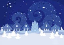 Ландшафт зимы с русскими сельскими домами и христианской церковью Стоковое Изображение RF
