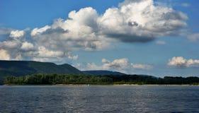 Ландшафт и пляж горы Стоковое фото RF