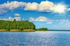Ландшафт красивого озера Стоковое фото RF