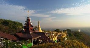 Ландшафт к Мандалаю от холма, Мьянмы стоковые фотографии rf