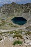 Ландшафт к Ledenoto & x28; Ice& x29; Озеро от пика Musala, горы Rila Стоковые Изображения RF