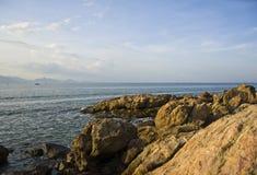 Ландшафт морем с утесом Стоковая Фотография