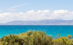 Ландшафт моря с горами Стоковая Фотография RF