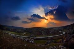Ландшафт на заходе солнца весной, Румыния Стоковые Изображения