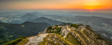 Ландшафт на заходе солнца Стоковая Фотография