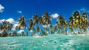 Ландшафт над поверхностью воды, троповым островом Стоковые Фото