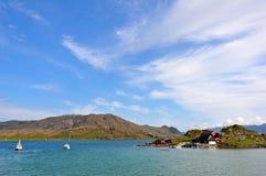Ландшафт Норвегии с меньшим городком Стоковая Фотография RF