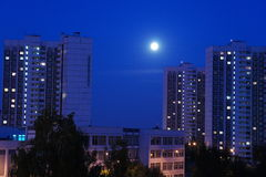 Ландшафт ночи с луной и облаками Стоковое фото RF