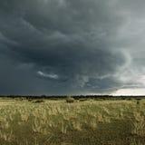 ландшафт облака Африки над serengeti дождя Стоковые Изображения RF