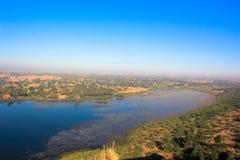 Ландшафт озера и поля Стоковая Фотография RF