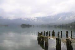 Ландшафт озера Aiguebelette в Франции Стоковые Изображения RF