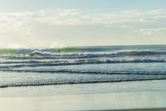 Ландшафт океана пляжа занимаясь серфингом Стоковые Фотографии RF