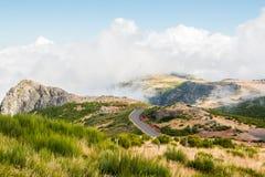 Ландшафт дороги к Pico делает Arieiro, остров Мадейры, Португалию Стоковая Фотография RF