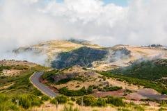 Ландшафт дороги к Pico делает Arieiro, остров Мадейры, Португалию Стоковые Изображения