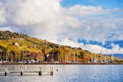 Ландшафт осени женевского озера с изумительными облаками Стоковые Изображения RF