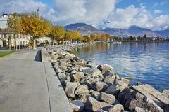 Ландшафт осени обваловки городка Vevey и женевского озера, Швейцарии Стоковая Фотография RF