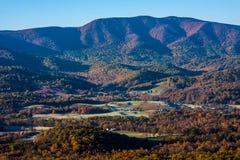 Ландшафт осени с холмами и долиной Стоковые Фотографии RF