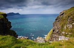 Ландшафт острова RUNDE с океаном в backgrou Стоковые Фотографии RF