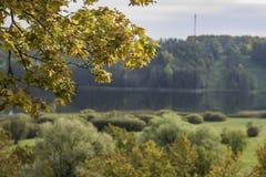 Ландшафт падения в Европе с рамкой листьев осени Стоковые Фото