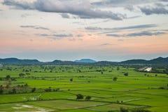 Ландшафт поля и горы Стоковая Фотография