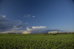 Ландшафт поля с цистерной Стоковое фото RF