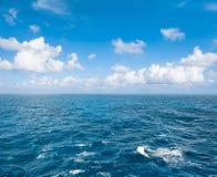 Ландшафт природы голубого неба морской воды бирюзы совершенный Стоковые Изображения RF