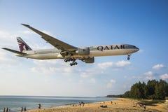 Ландшафт пляжа, самолет приходит в землю Стоковые Изображения