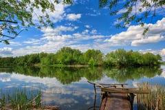 Ландшафт, река, рыбная ловля, облака Стоковое фото RF