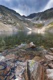 Ландшафт с горой, Ledenoto & x28 Rila; Ice& x29; озеро и пик Musala Стоковая Фотография RF