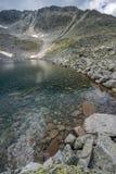 Ландшафт с горой, Ledenoto & x28 Rila; Ice& x29; озеро и пик Musala стоковая фотография