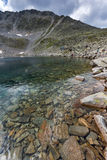 Ландшафт с горой, Ledenoto & x28 Rila; Ice& x29; озеро и пик Musala стоковые фотографии rf