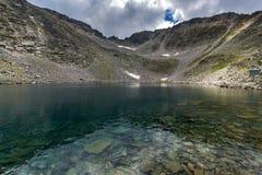 Ландшафт с горой, Ledenoto & x28 Rila; Ice& x29; озеро и пик Musala стоковые фото