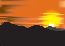 Ландшафт с заходом солнца на горная цепь Стоковое фото RF
