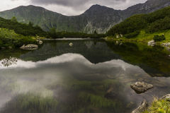 Ландшафт с озером горы Стоковые Фотографии RF