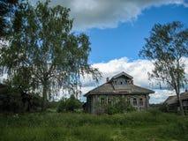 Ландшафт с домом в деревне в Palekh, зона Владимира, Россия Стоковые Фото