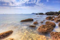 Ландшафт с островом Chagwido и странными вулканическими породами, взглядом Стоковое Фото