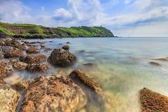 Ландшафт с островом Chagwido и странными вулканическими породами, взглядом Стоковые Фотографии RF