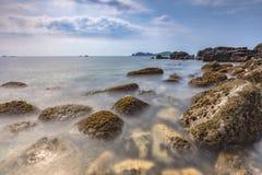 Ландшафт с островом Chagwido и странными вулканическими породами, взглядом Стоковое фото RF