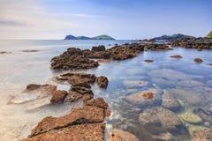 Ландшафт с островом Chagwido и странными вулканическими породами, взглядом Стоковое Изображение RF