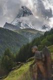 Ландшафт с пиком Маттерхорна стоковые изображения rf