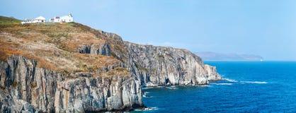 Ландшафт с старыми маяком и морем Стоковое Изображение RF