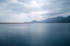 Ландшафт с штилем на море и маяком Стоковая Фотография