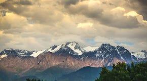 Ландшафт транс--Ili Alatau горы стоковая фотография