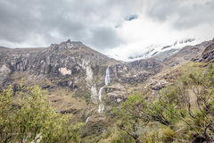 Ландшафт трека Santa Cruz, Blanca кордильер, Перу Южной Америки Стоковое Изображение RF