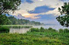 Ландшафт утра на озере Стоковое фото RF
