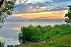 Ландшафт утра на озере Стоковые Изображения