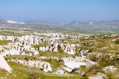 Ландшафт Cappadocia с горами и долинами стоковые изображения rf
