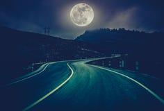 Ландшафт nighttime с curvy проезжей частью на национальном парке Cros Стоковое фото RF